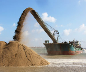ship-offloading-sand-using-conveyor
